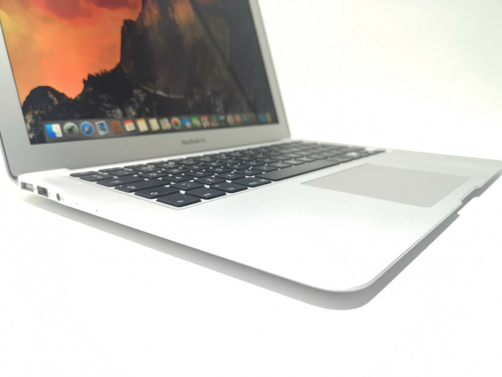Apple MacBook Air A1466 No 3