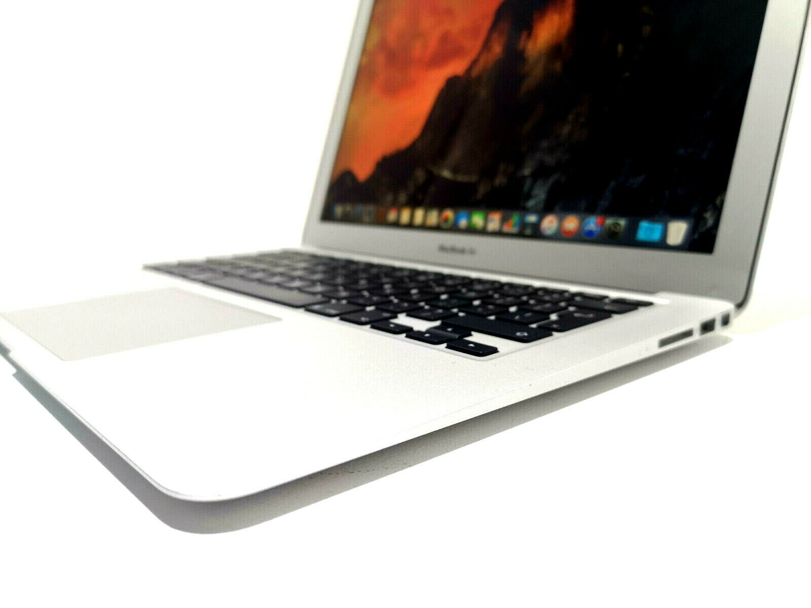 Apple MacBook Air A1466 No 4